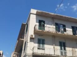 Via XXVII Luglio pressi Piazza Cairoli 5 vani + doppi servizi #VO14191