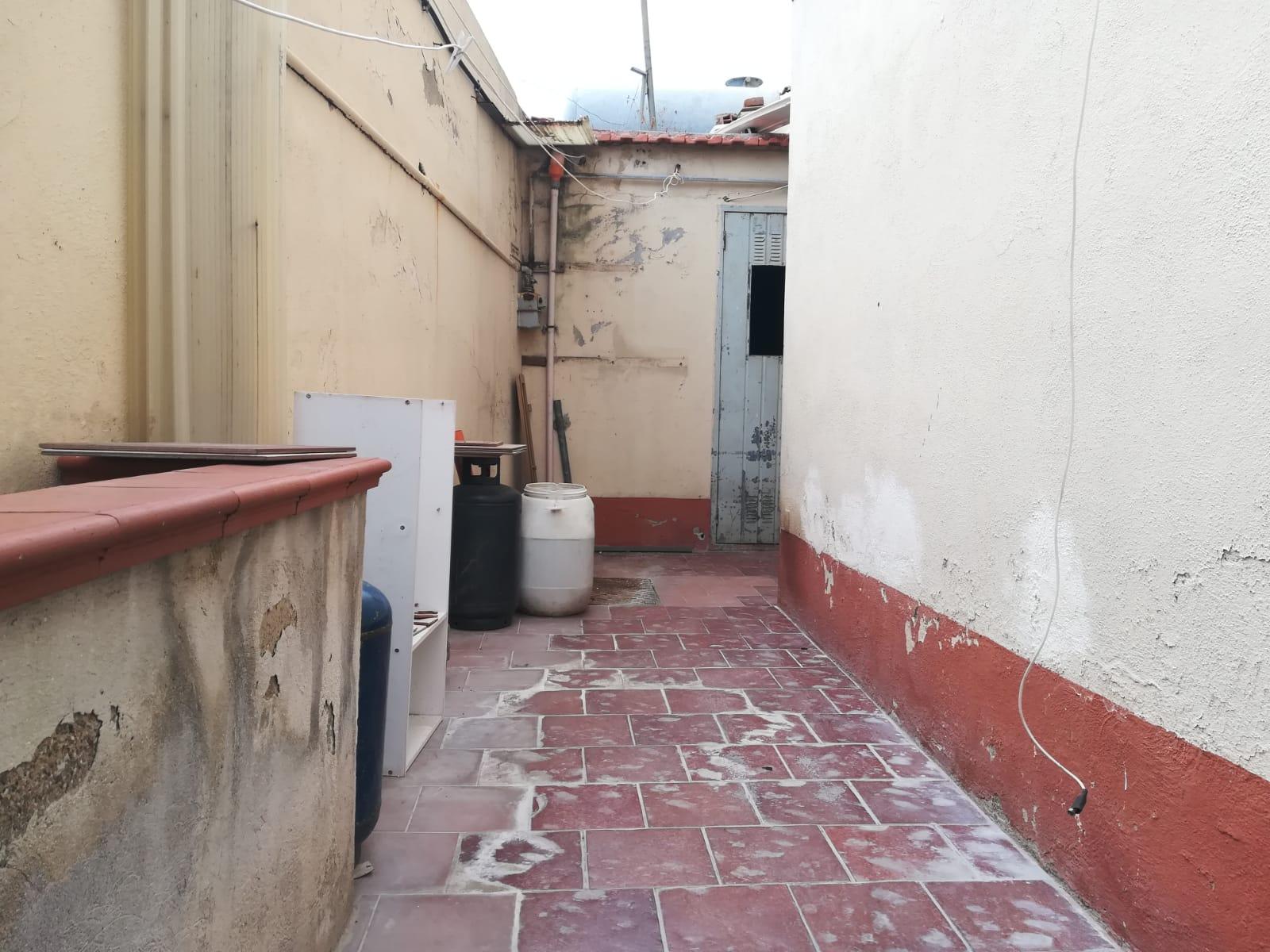Pressi provinciale indipendente 4 vani + servizi e veranda