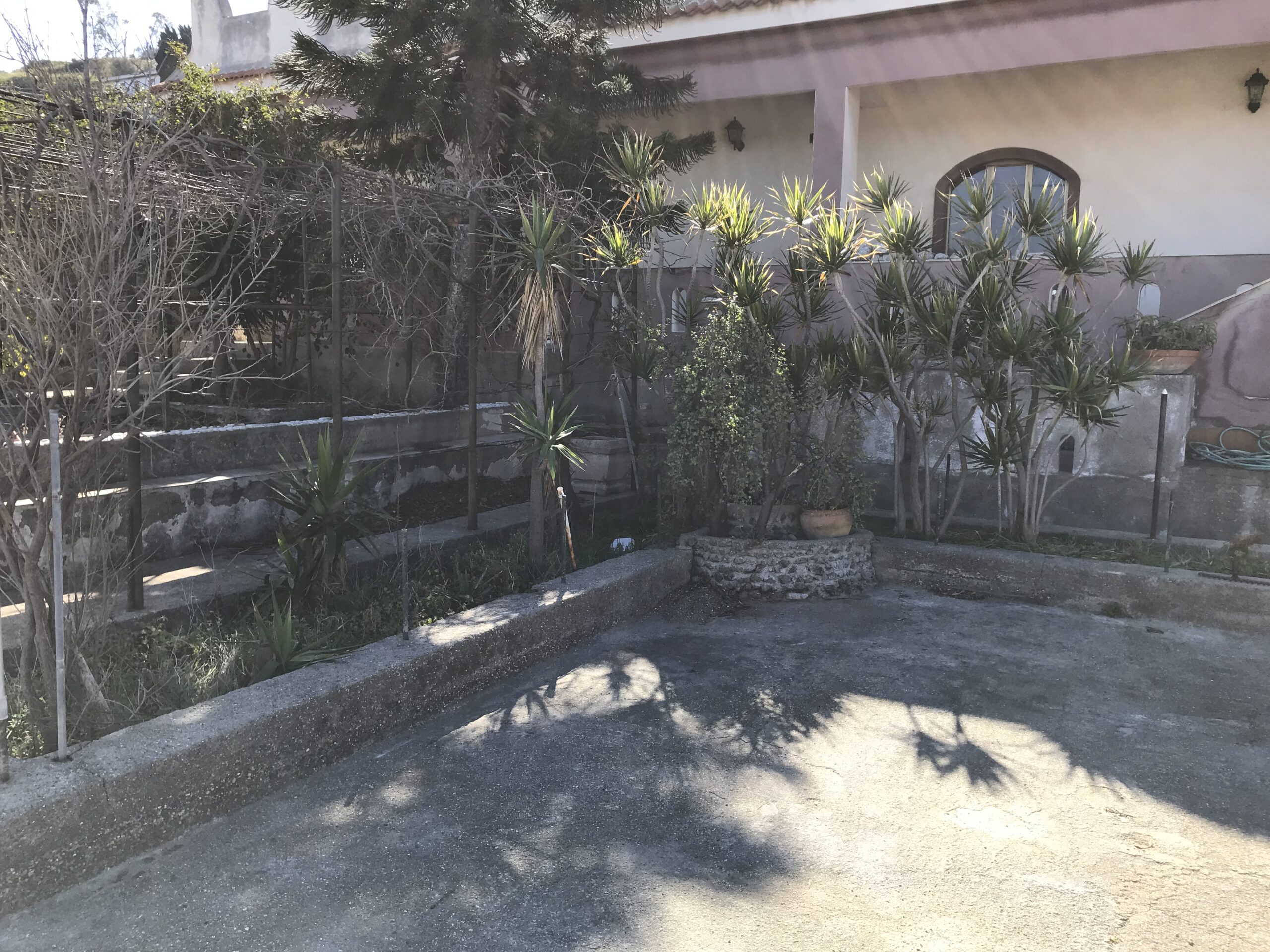 Acqualadroni panoramica villa con giardino