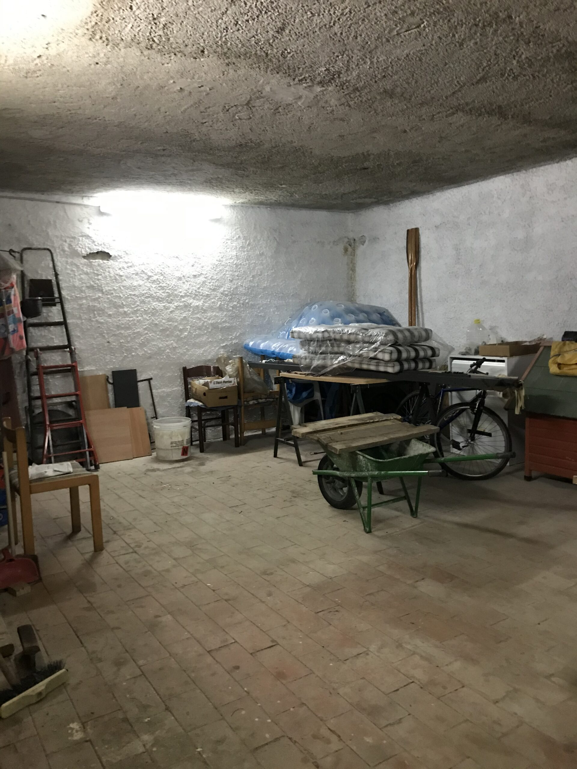 Acqualadrone bivani più servizi e garage