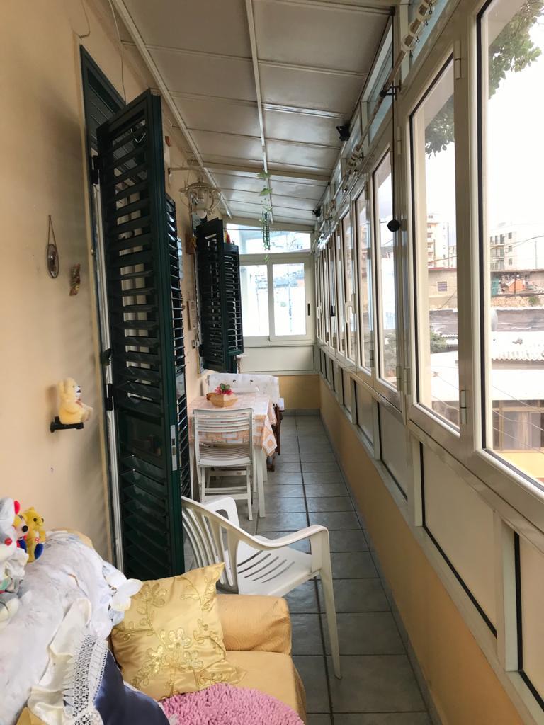 Pressi Policlinico in vendita 3 vani più servizi più balcone perimetrale