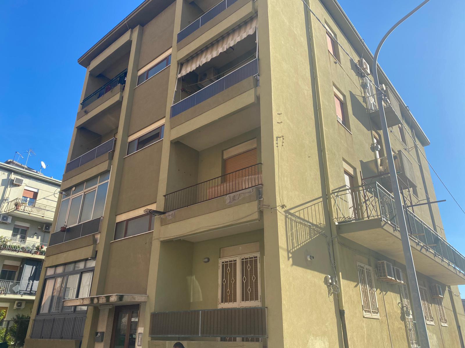 Pressi Via La Farina in vendita 4 vani più doppi servizi e cantina