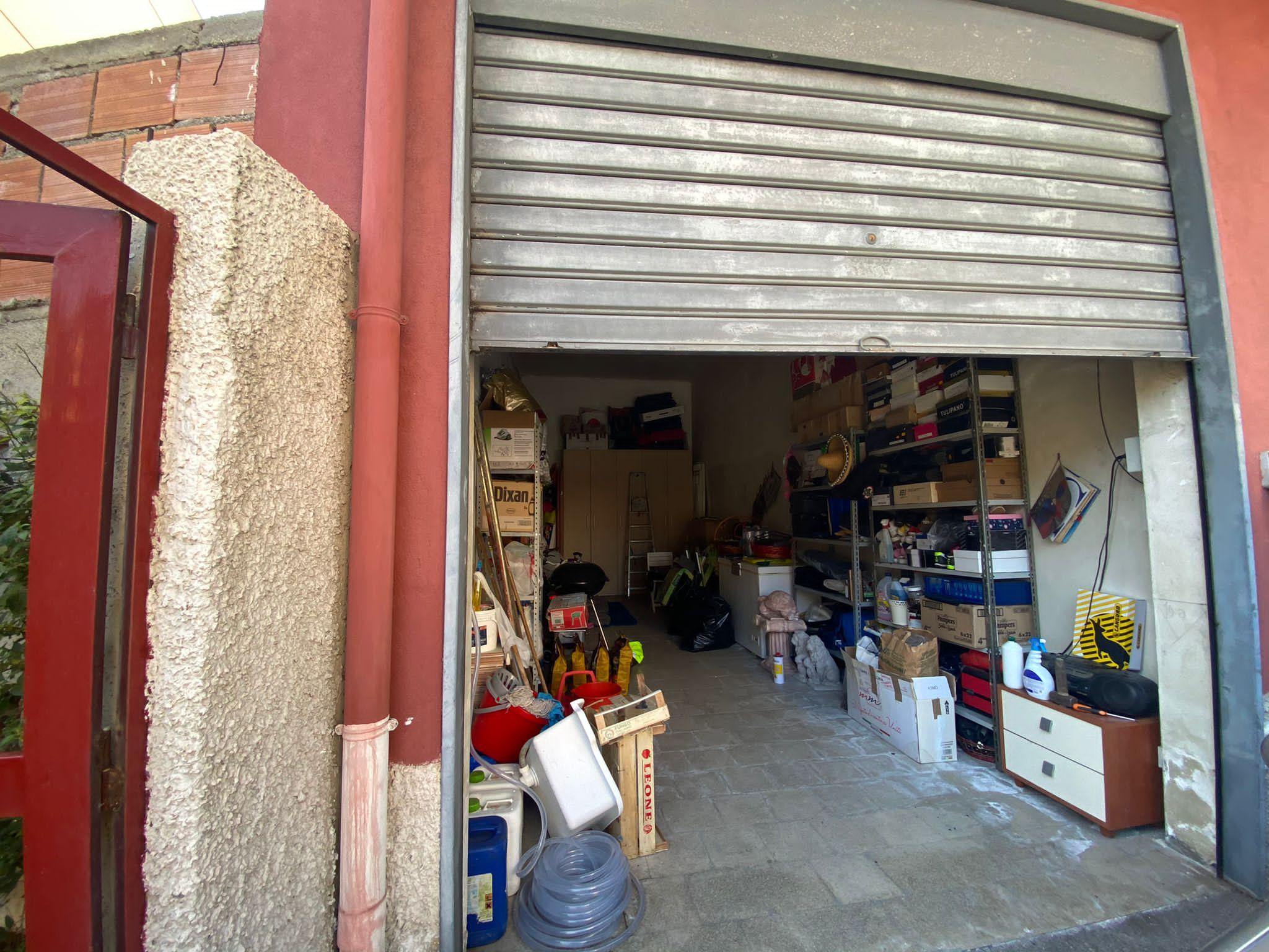 Svincolo San Filippo compl. 6 Stelle 4 vani più servizi più giardino e garage