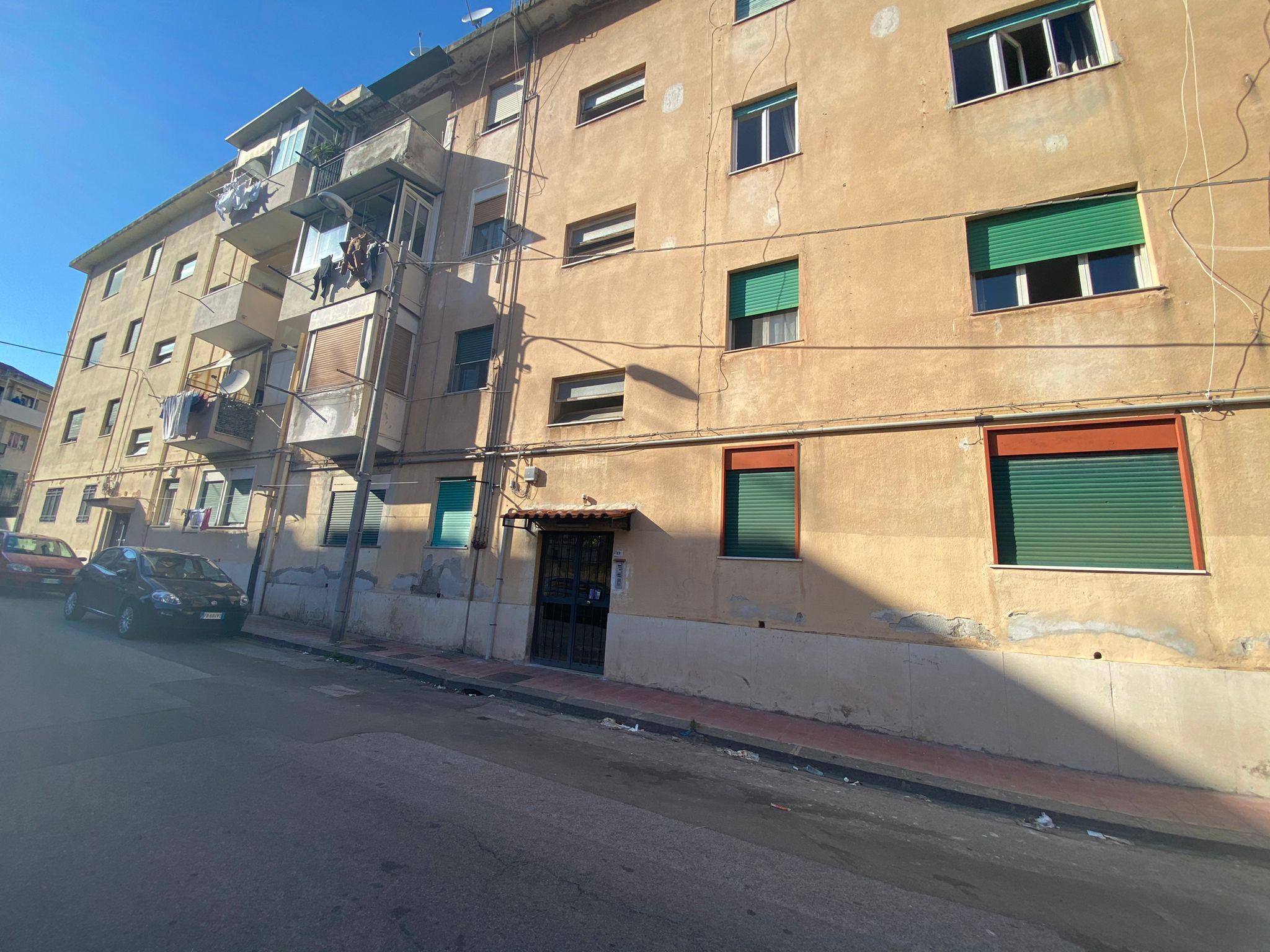 Svincolo Gazzi in vendita 3 vani più servizi