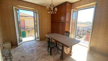 Pressi Villa Dante via Puglie in vendita 4 vani più doppi servizi